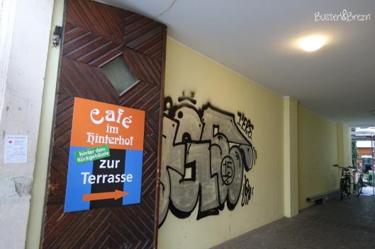 Café im Hinterhof_Durchgang