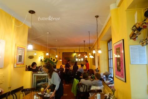 Fruhstuckstipp Cafe Im Hinterhof Busserl Brezn